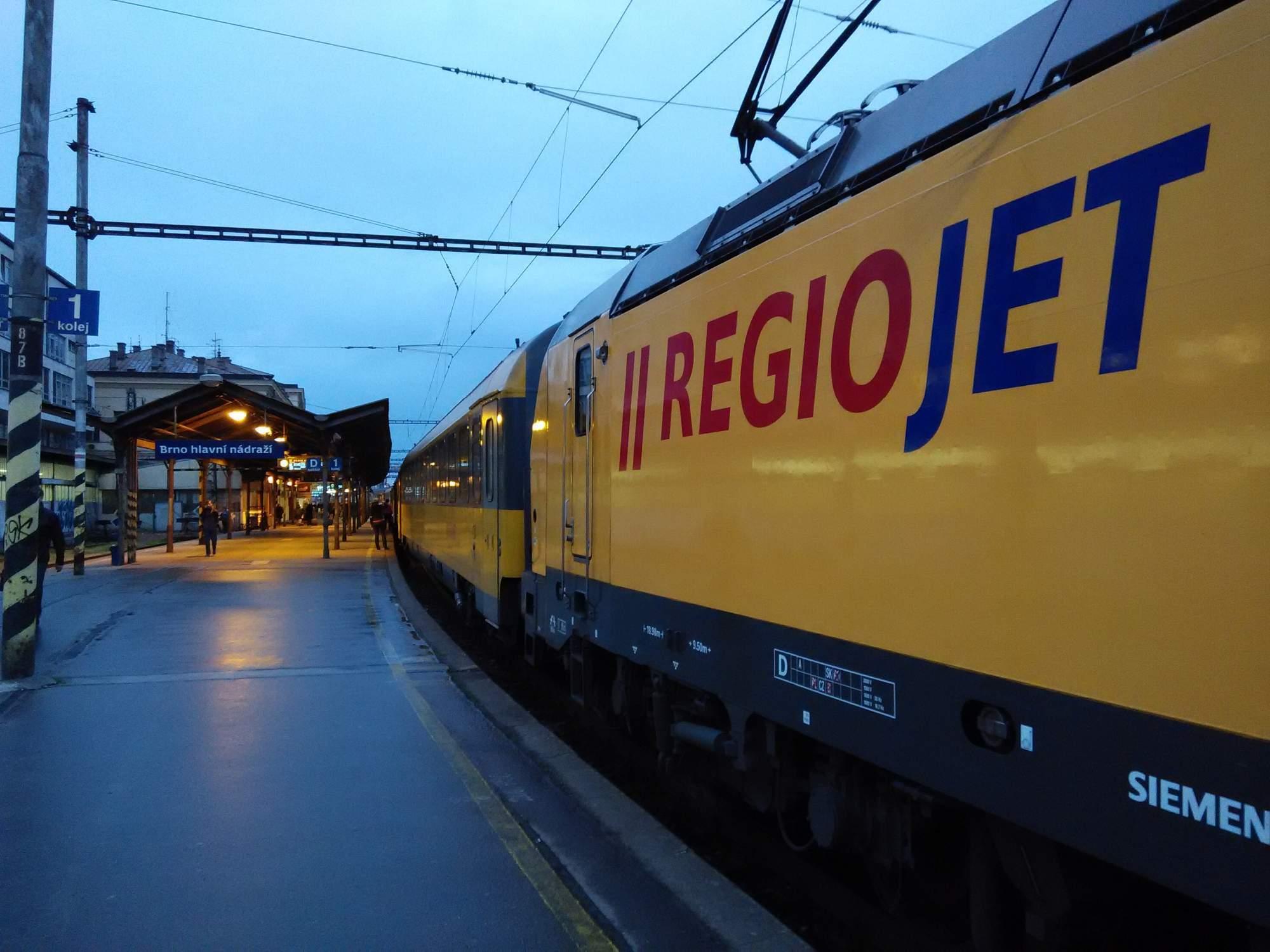 Vlaků společnosti RegioJet od prosince letošního roku přibyde. Ze současných tří pojede z Prahy do jihomoravské metropole sedm vlakových souprav. Foto: Radek Krajči