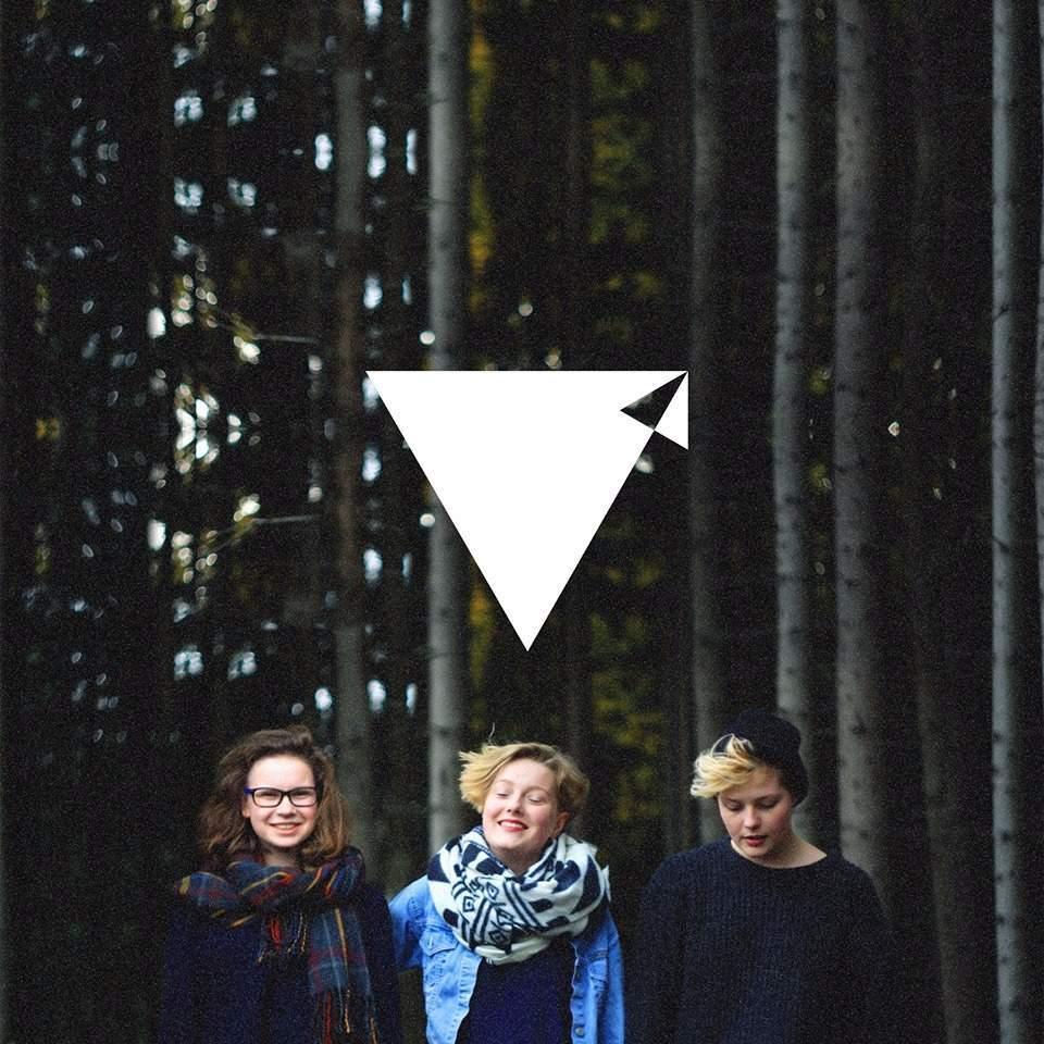 Tříčlenná kapela Break Falls. Zleva - Markéta, Alžběta a Sabina. Foto: Steve Plucar