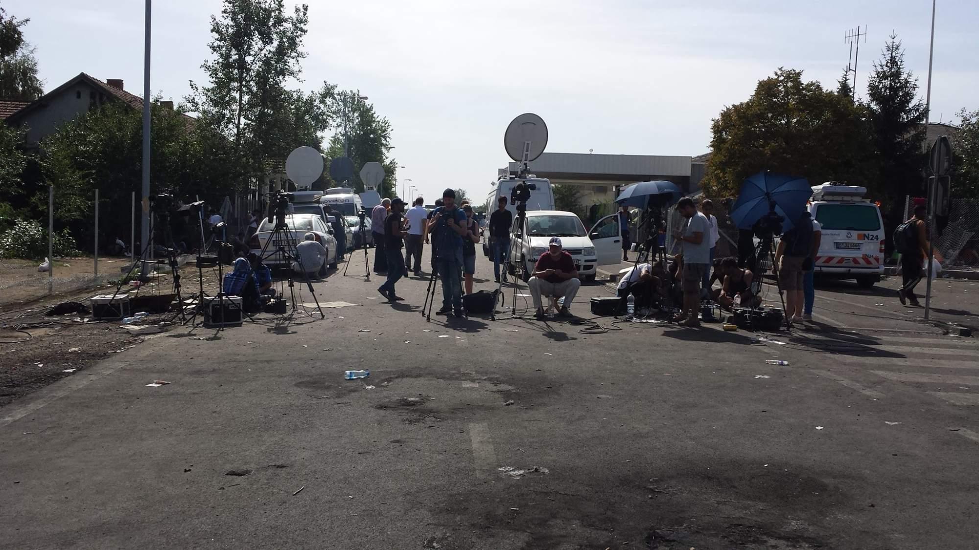 Televizní štáby natáčejí reportáže. Foto: Jarmila Póčová