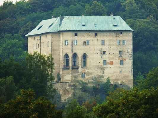 hrad houska byl založen v 1.polovině 13. století přemyslem otakarem II. zhruba ve stejné době jako nedaleký hrad bezděz...