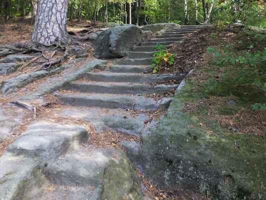 schody k vyhlídce na říp...