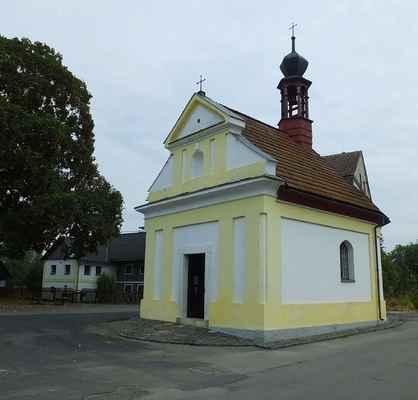 kaplička ve žďáru měla být původně zbourána, ale velkou zásluhu na její záchraně má pan farář z bělé pod bezdězem jan nepomuk jiřiště...