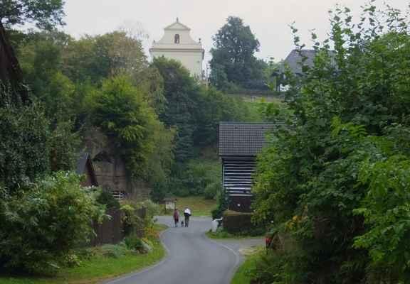 vesnička kruh s kostelem sv. vojtěcha...