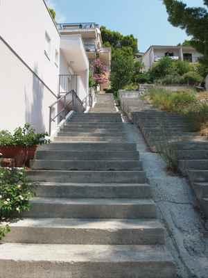 Brela by bez schodů....