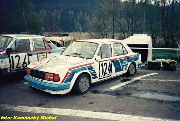 (126) BLAHNA Miroslav - Příbram - Škoda 130 L (124) LIŠKA Vladimír - (soutěžící) Liška Vladimír - Škoda 130 L