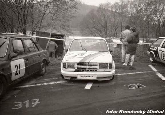 (21) MLEJNEK Josef - Hořín - Škoda130 L (19) SERBOUSEK Jaroslav - (soutěžící) Serbousek Jaroslav - Škoda 130 L