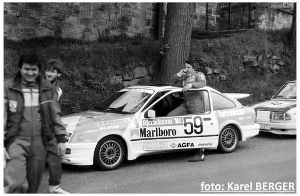 (59) CHAROUZ Antonín / Autoklub Praha / Ford Sierra vlevo: NÝDRLE Miroslav a TUREK Luboš