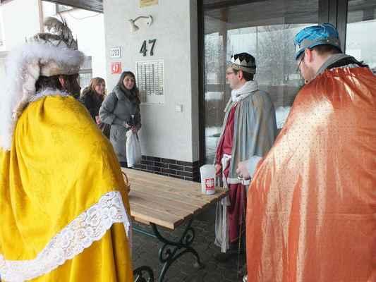Tři králové před Penzionem pro seniory Mánesova ulice v Boskovicích.