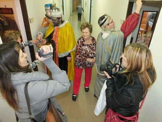 Atmosféra na chodbě byla srdečná. Pracovnice Oblastní charity Blansko pořizovaly obrazovou dokumentaci.