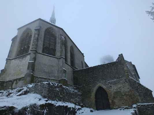 kaple na bezdězu i celý hrad je opravdovým skvostem architektury 13. století...