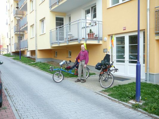 Start z Benešova - Je pátek ráno, poslední fotka před odjezdem a vyrážíme do jihočeské Heřmaně na jarní Cyklofest, pořádaný Luckou Kovaříkovou a Michalem Johnem