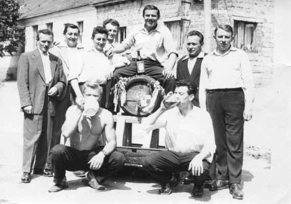 oslava u Šenkýřů - x,x,Václav Kašpar, Zdeněk Nohovec, Josef Kašpar, Ladislav Železný, Miroslav Železný doel Vladislav Nekola, Čestmír Kašpar