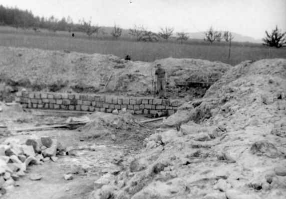 1963-zahájení stavby koupaliště - Předseda NV Jan Lajpold