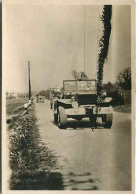 1945 - americká armáda v Losiné - 1945 americká armáda na hlavní silnici nad Losinou