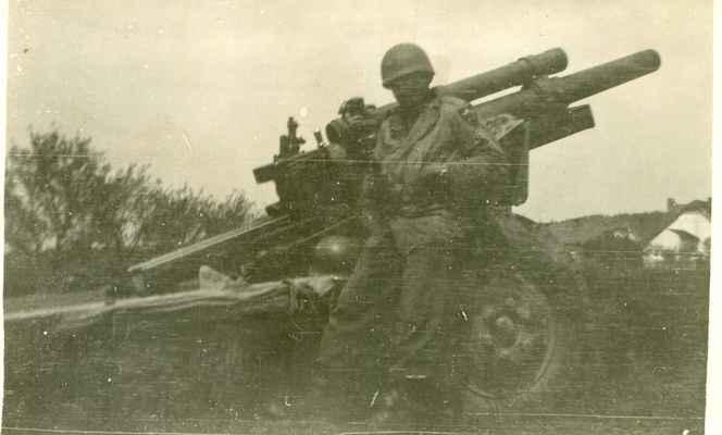 1945 - americká armáda v Losiné - 1945 - americký tábor na louce u Kučerů při hlavní silnici