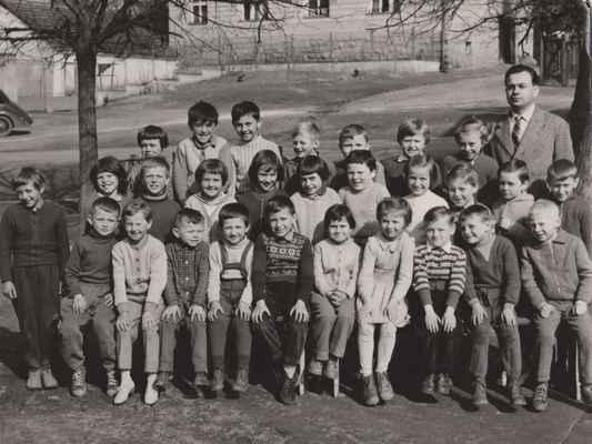1963-ZDŠ Losiná s Hajšmanem - 1963 1 a 2 třída:Hana Kraftová,Pepík Vacek,Petr Liška,Venca Benda,Emanuel Veselý,Stáňa Rochová,Dana Fajfrlíková, učitel František Hajšman---Matějková,Vlasta Fremr,Libuš Tkáčová,x,Krásná, Marcela Dolejšová,Alena Baťková, Míra Kapoun,Dana Beránková,  Vlasák?---Anna Rajtmajerová,Láďa Velíšek,Jana Fajfrlíková,Venca Kraft,Karel Altman,Míra Velíšek, Marta Saková,Hana Nelibová, Jirka Vavrejn, Venca Bittengl,Jirka Loukota,