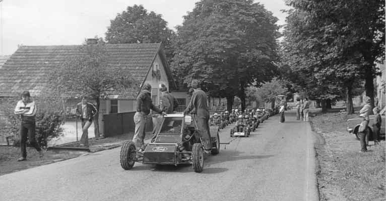 1981 - minikáry - 1981 - závody minikár byly velkou atrakcí obce - měli jsme tu i republikové šampióny Petra Hanuse a Tomáše Němce