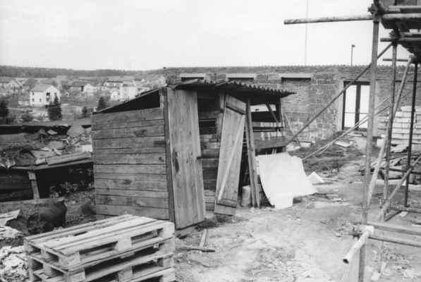 1987 - stavba na Sokole - 1987 - stavba přísálí na Sokole (tyto staré WC něco pamatují !