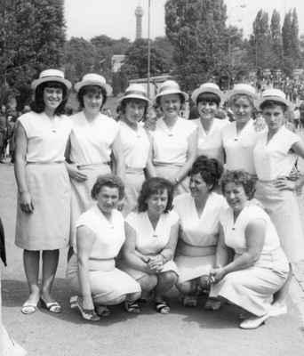 1965 - na spartakiádě - 1965 losinské ženy na spartakiádě