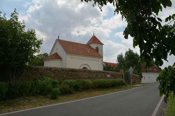 novorománský kostel sv. Martina  v Praze 10 - Lipanech